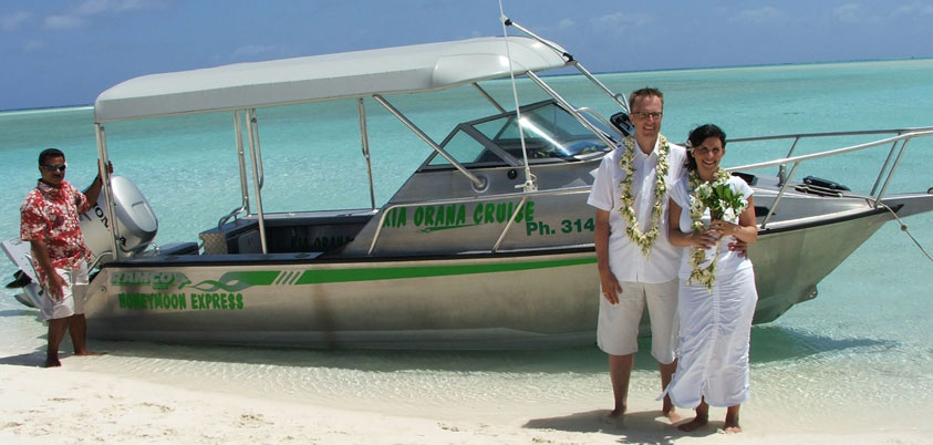 wedding-couple-boat